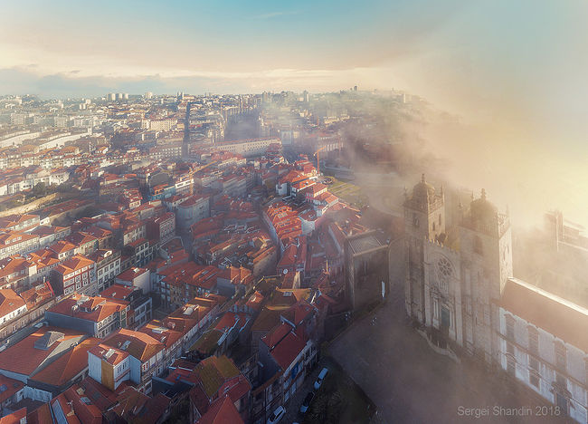Sergey Shandin. View from above. Se cathedral in the mist. Porto
